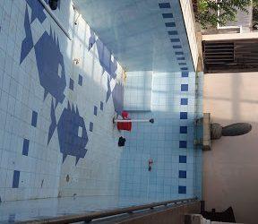 Pengetesan pipa kolam renang